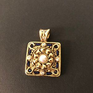 Jewelry - Gold Tone Square Pendant